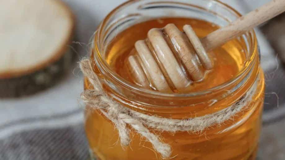 Mierea ingerată de bebeluși (sub 1 an) poate să provoace botulism